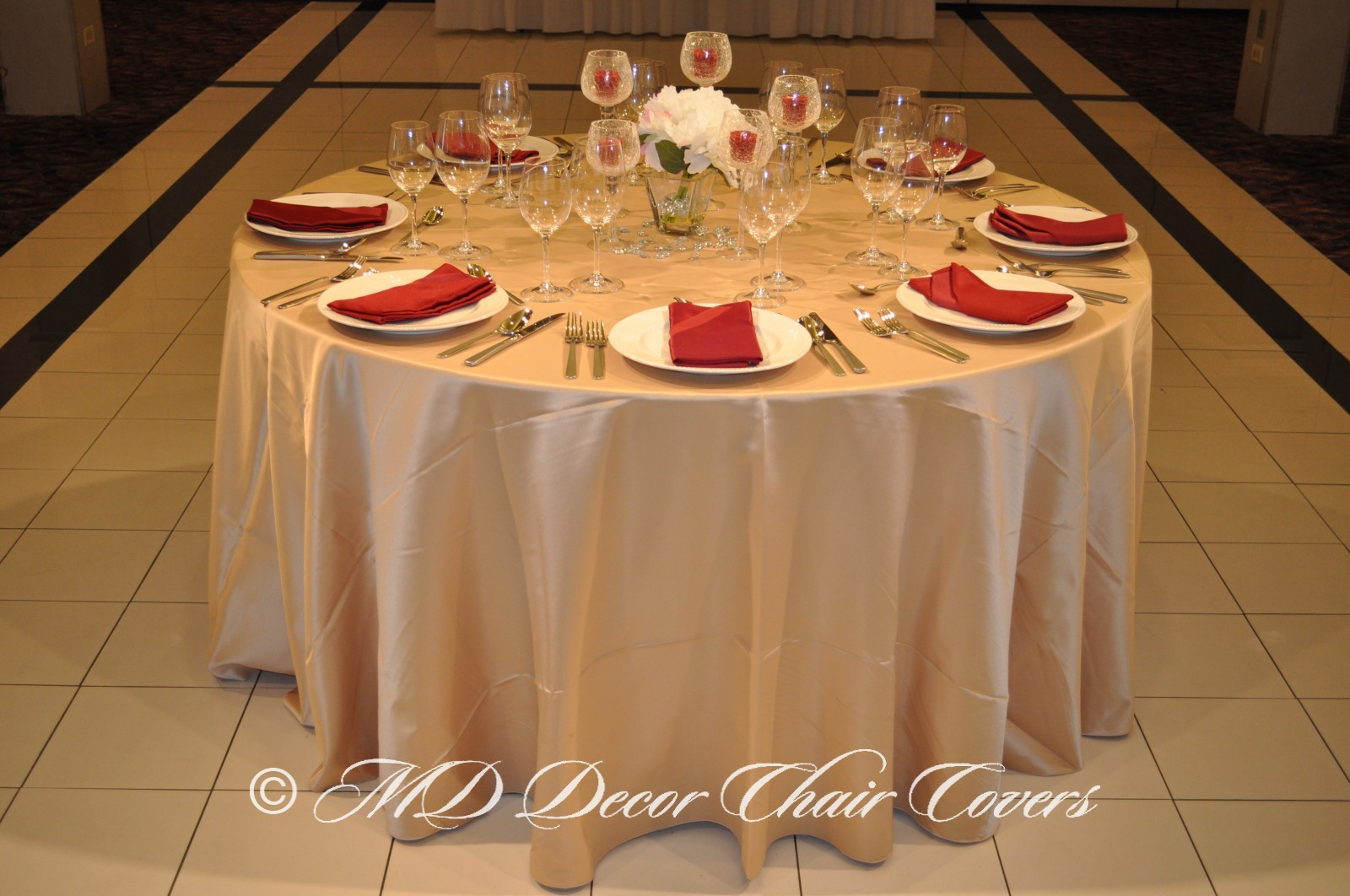 Gold-Satin-Lamour-Tablecloth
