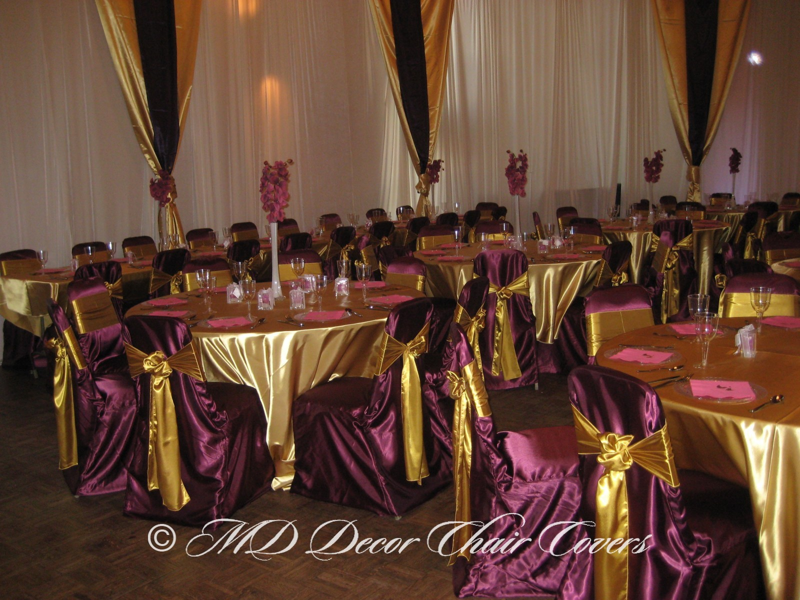 Gold satin lamour linens with the Toscano wall covering